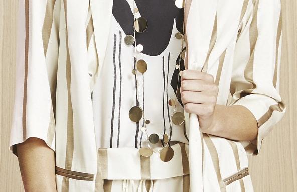 Detalle traje rayado Manila Grace Inarkadia Bilbao